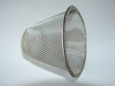 The bowl shaped filter is plain weaved by stainless steel wires.