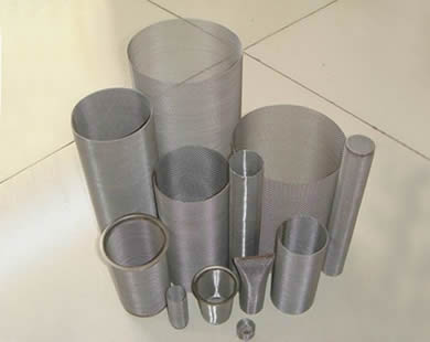 Different tube filters with different size and thickness.