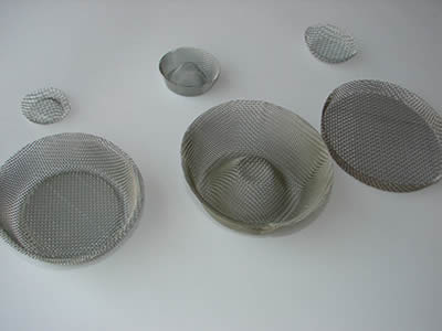 Three big bowl shaped filters and three small ones slantly form two lines and the right side is higher.