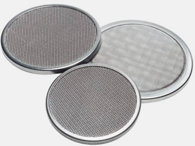 There are three twill weave stainless steel wire mesh filter discs with wrapping edges.