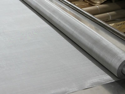 There is a twill weave stainless steel wire fine mesh roll.